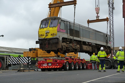 233 suspended over the low loader as it is delicately moved into the correct position. Connolly, Wednesday, 02/11/11
