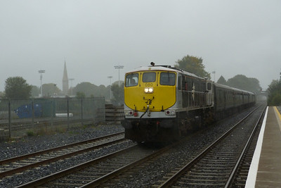 Final shot from the diesel tour and 080 leads the set back to Dublin through Kildare. 080 had replaced 072 at Limerick, Friday, 09/09/11