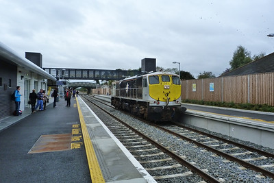 As there are no run-around facilities at M3 Parkway 081 had to follow the tour and haul it back to Dublin Docklands. Dunboyne, Sunday, 11/09/11