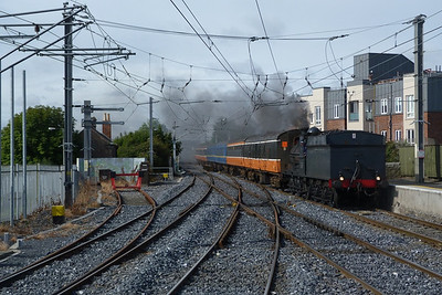 No 186 leads the Cravens on the ECS from Dublin Connolly to Malahide. Howth Junction, Sunday, 07/08/11