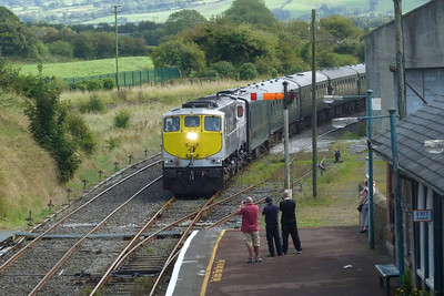 072 arrives into Roscrea with the 'Silvermines Diesel Tour' from Dublin Connolly, bound for Limerick, on Friday, 09/09/11