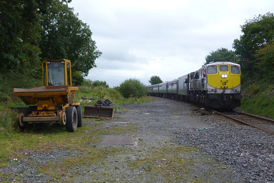 072 leads the tour off the Nenagh branch at Killonan Junction, Friday, 09/09/11