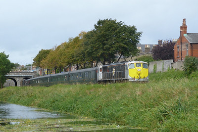 081 leads the tour towards Dublin Docklands on the low line through Drumcondra, alongside the Royal Canal. Sunday, 11/09/11