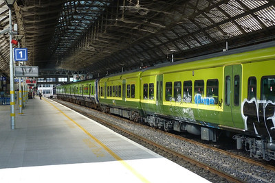 Mismatched set 8203/8405. Dublin Pearse. Tuesday, 18/09/12