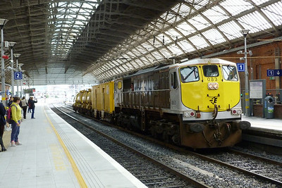 083 passing through Dublin Pearse with the Sperry train from Rosslare to Inchicore Works. Wednesday, 19/09/12