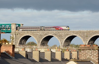 9004 crosses the Drogheda Viaduct 16 September 2016