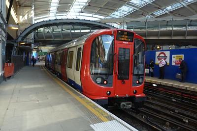 21020 departs Farringdon, Tuesday, 09/08/11