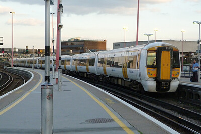 375 609 departs London Bridge, Tuesday, 09/08/11
