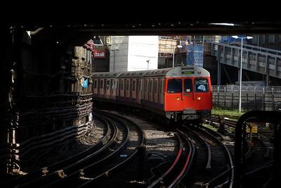 5581 arrives into Farringdon, Tuesday, 09/08/11
