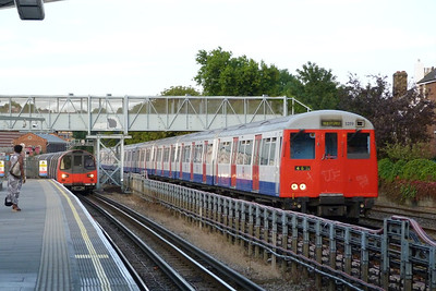96050 arrives into West Hampstead as 5219 passes by. Monday, 04/07/11
