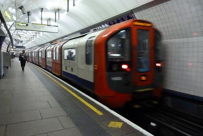 Victoria 09 Stock at Euston, Wednesday, 06/07/11