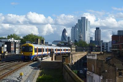 378 149 arrives into Hoxton. Saturday, 09/06/12