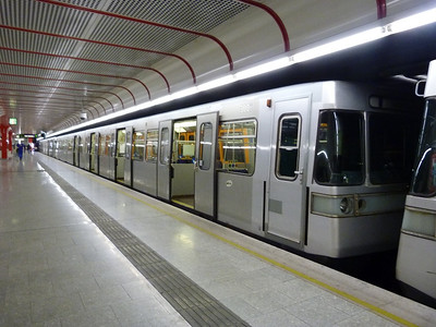 U-Bahn set 3008 at Leopoldau. Vienna, Monday, 02/05/11
