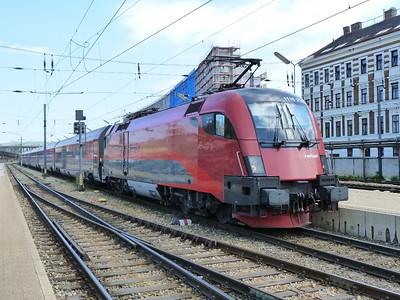 1116 214 on a Railjet service at Wien Westbahnhof. Vienna, Monday, 02/05/11