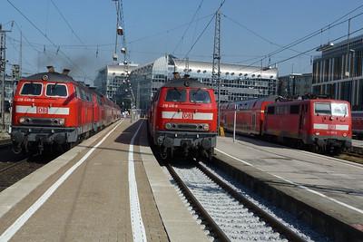 218 440, 218 416, & 111 027 Munich Hbf, Friday, 06/05/11