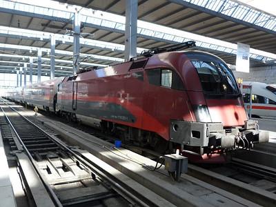 1116 221 Munich Hbf, Friday, 06/05/11