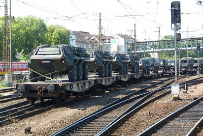 The APC's at the end. Ulm Hbf,Thursday, 05/05/11