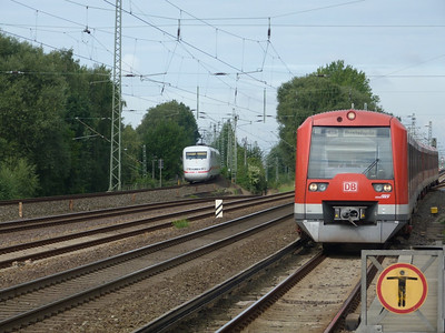 As an ICE passes, an S-Bahn train arrives into Eidelstedt. Thursday, 13/09/12