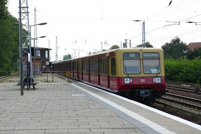 S-Bahn train departing Karlshorst, Sunday, 16/09/12