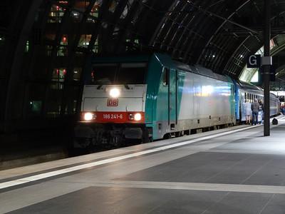 186 241 with the sleeper to Kiev, Berlin Hbf, Friday 14/09/12
