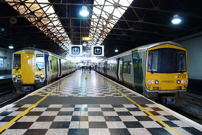 Just after arrival at Limerick, the home of the 2700. On the left is 2714 on the left is in the Blue/Green Commuter livery, while 2722 is in the more recent Silver/Green Intercity livery. The units were originally delivered in Orange/Black. Wednesday, 22/02/12