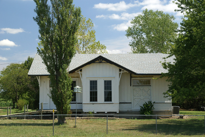 Unidentified depot fund nea Hillsboro, KS.  May be a replica.
