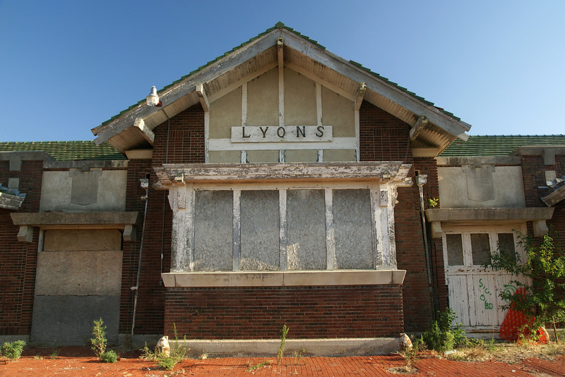 Arts & Craft designs can be found on the Lyons, KS ATSF depot.