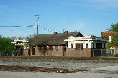 Santa Fe depot depot in Marietta, OK slowly rotting away.