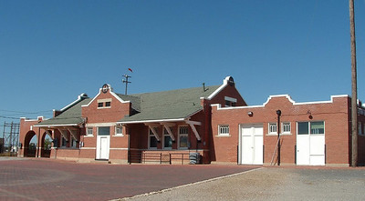 1910 depot in Plainview, TX.  The left side of the depot had an open-air waiting room.  The depot is still in railroad use.