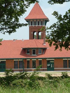 Restored Union Station in Paris, TX.  Station was built in 1902 and just renovated the past couple years.  It was used by the Santa Fe and Frisco Railroads.  There was also Fred Harvey coffe and newspaper stand located inside.  The 2nd depot in Hugo, OK was similar in design until it burnt down and a 3rd station was built that still stands today.