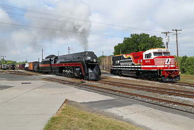 """N&W 611 at Spencer, NC (w/ NS  SD60E """"Honoring First Responders"""" #911)"""