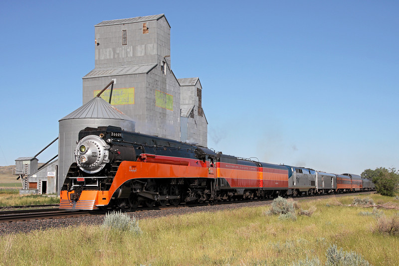 Southern Pacific Daylight 4449 at Hinsdale, Montana