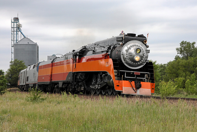 Southern Pacific Daylight 4449 at Clear Lake, Minnesota