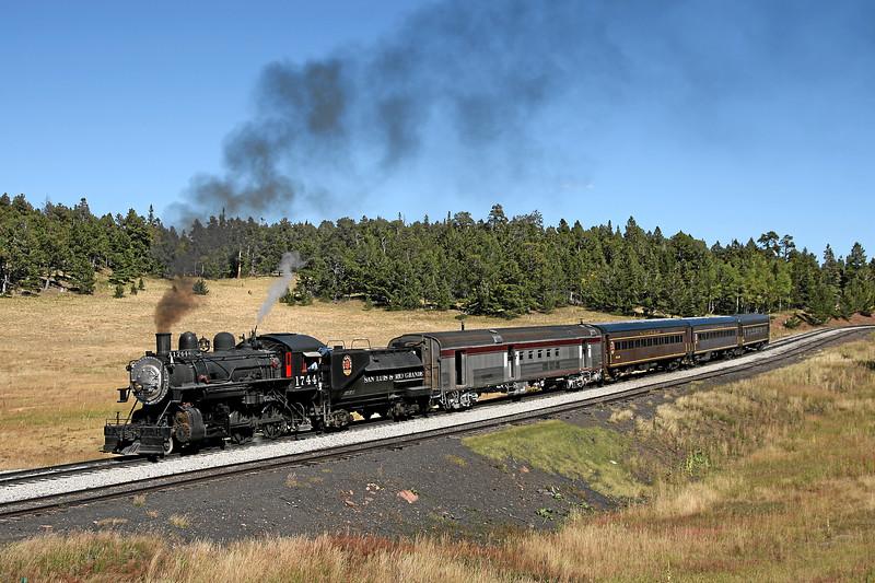 SP 1744 westbound at Fir (September 2007)