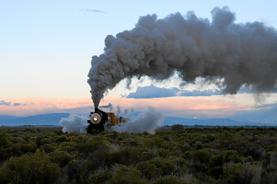 SP 1744 heads east from Alamosa just before sunrise (September 2007)