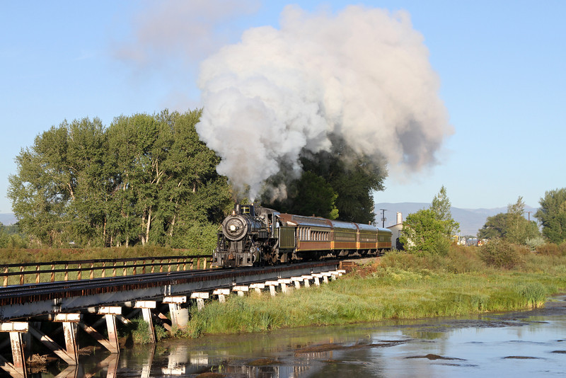 LS&I #18 crosses the Rio Grande River at Alamosa (August 2011)