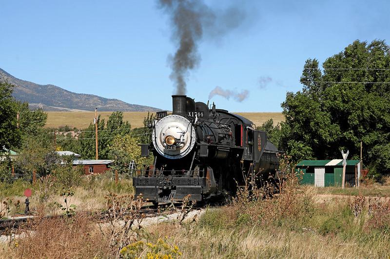 SP 1744 on the wye at La Veta (September 2007)