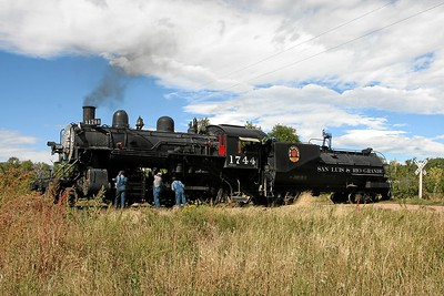 SP 1744 is serviced on the wye at La Veta (September 2007)