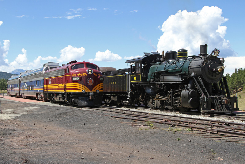 SLRG #1100 and LS&I #18 at Fir (August 2011)