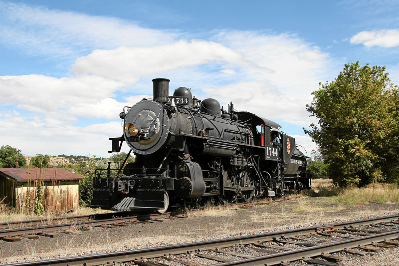 SP 1744 on the west leg of the wye at La Veta (September 2007)