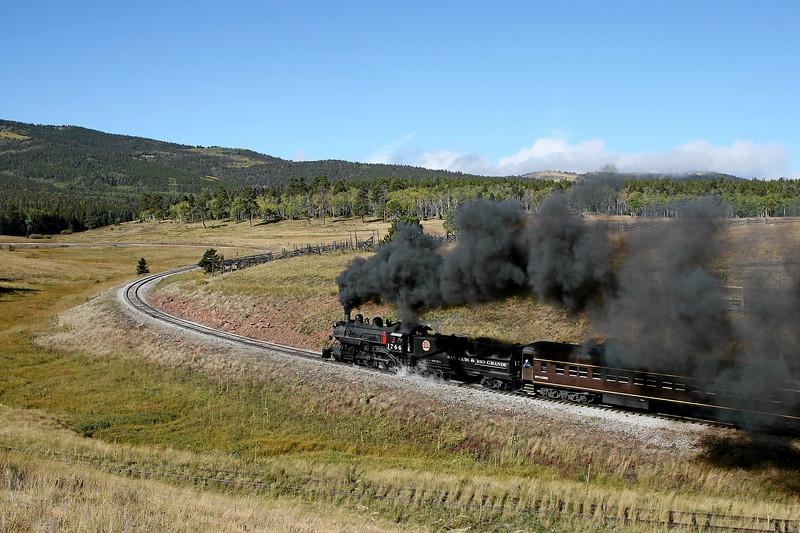 SP 1744 enters Mule Shoe Loop, just west of Fir (September 2007)