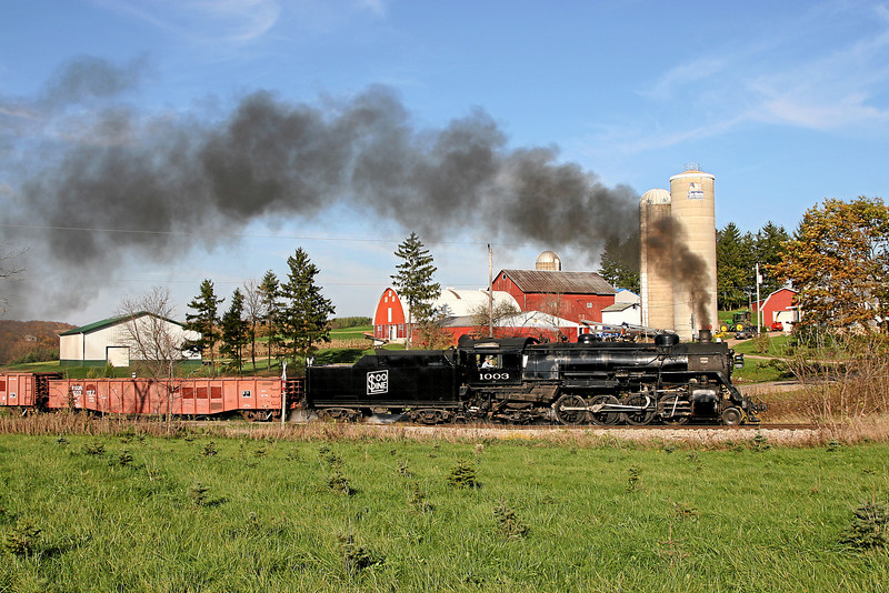 Soo Line 1003 charges south across Grant Road toward Rubicon, Wisconsin.