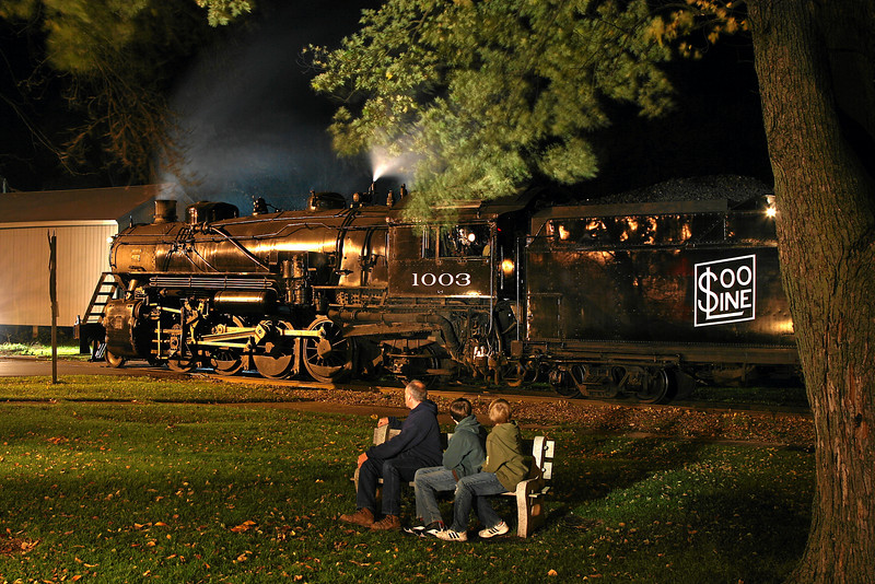 A father and his sons admire Soo Line 1003 in Brandon, Wisconsin.