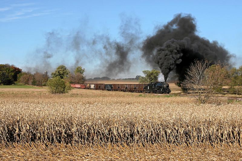 Soo Line 1003 heads east toward Brandon Road in Brandon, Wisconsin.