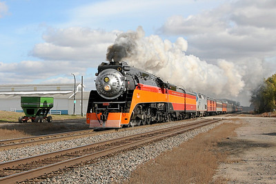 SP Daylight 4449 at New York Mills, Minnesota