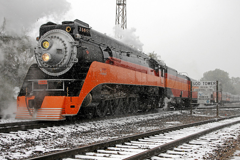 SP Daylight 4449 at Minot, North Dakota