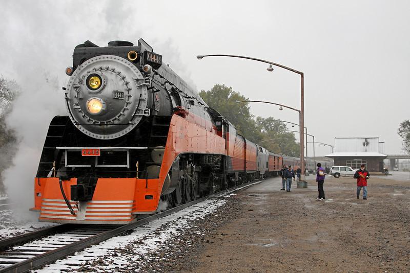 SP Daylight 4449 at Minot, North Dakota