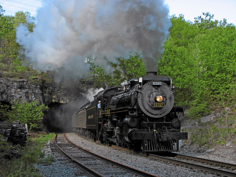 Steamtown excursion at Nay Aug Tunnel (Scranton) - May 19, 2007