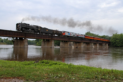 Iowa Interstate QJ 6988 crosses the Cedar River at Moscow, Iowa