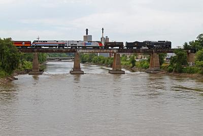 Iowa Interstate QJ 6988 crosses the Iowa River eastbound at Iowa City